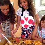 kids glazing tarts